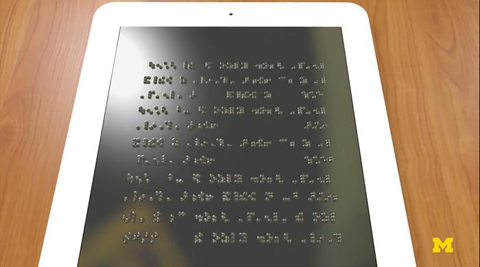 Tableta con pantalla en Braille para personas con discapacidad visual